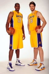 Bynum and Gasol (photo: NBA)